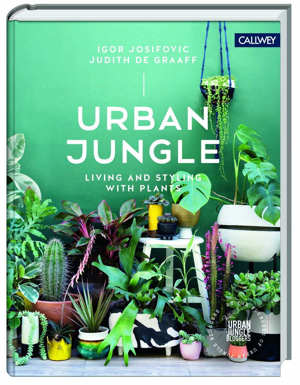 josifovic_degraaff_urban-jungle-green-books-interior-decorating